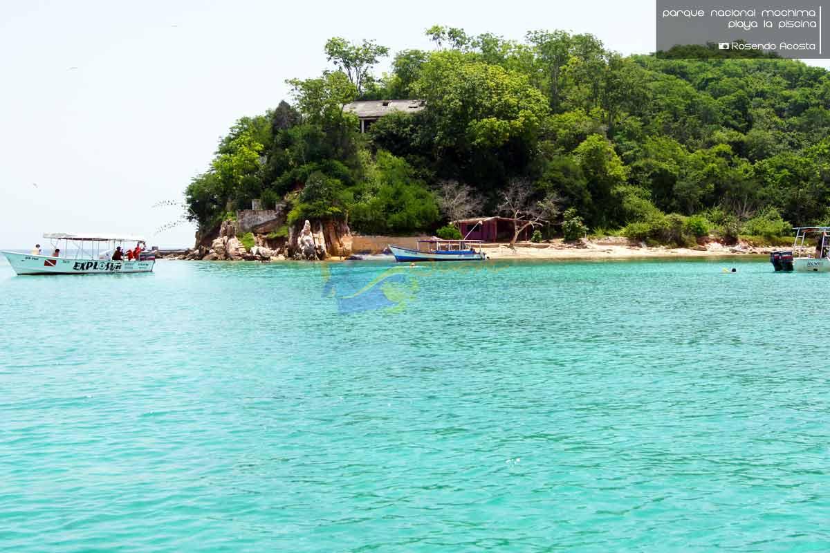 Playa la piscina eje tur stico mochima estado sucre for Piscina natural de puerto santiago